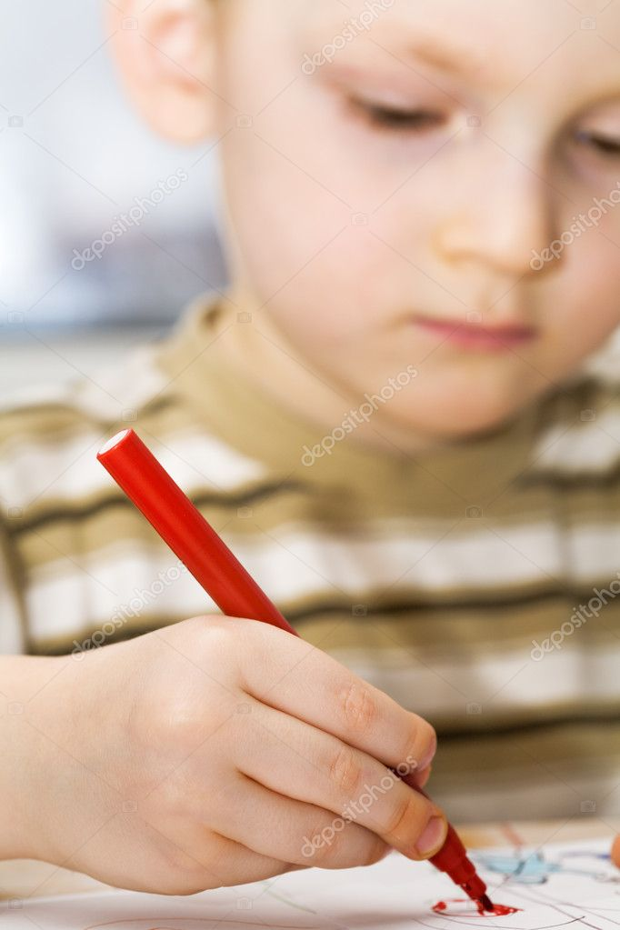 Little boy draws a picture — Stock Photo #1721863