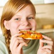 Teenage girl eating pizza — Stock Photo