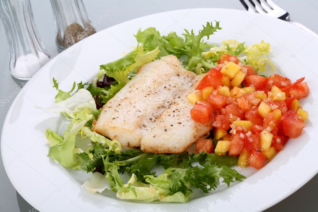 Fish fillet with vegetables — Stock Photo #1717422