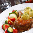 Roasted chicken leg and vegetable — Stock Photo
