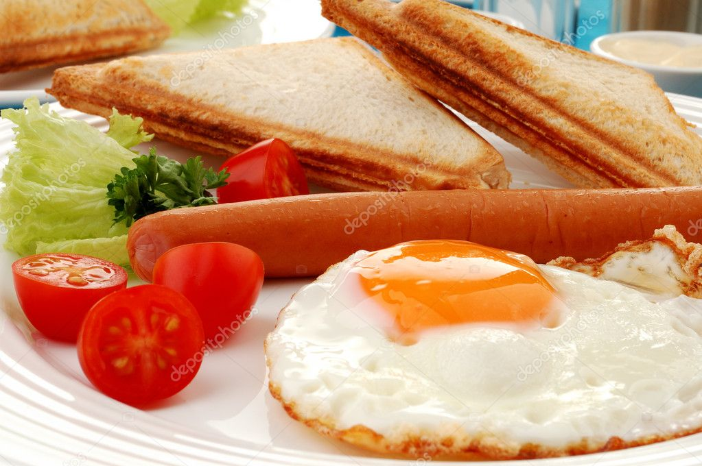 Breakfast - toasts, egg and vegetables — Stock Photo #1943331