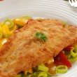 Fried fish fillet with vegetables — Zdjęcie stockowe