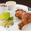 Roasted chicken leg with vegetables — Foto de Stock