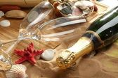 Champagne sparkling on a beach — Stockfoto