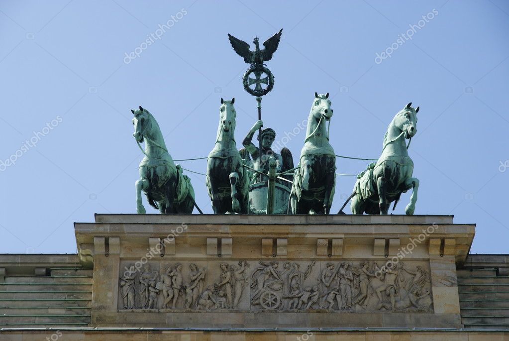 Quadriga of The Brandenburg gate under blues sky. — Stock Photo #2055839