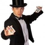 jovem mago realizando com cartões — Foto Stock