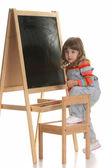 κοριτσάκι, αναρρίχηση σε μια καρέκλα — Φωτογραφία Αρχείου