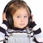 Girl listening music — Stock Photo
