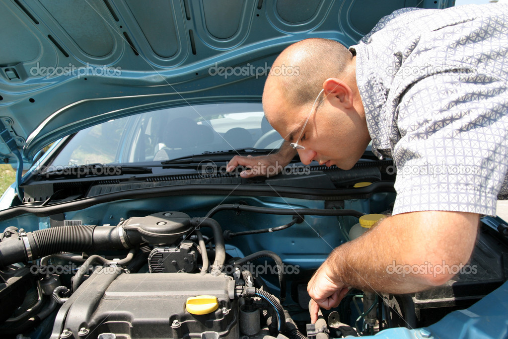 Businessman opening the trunk and checking the engine of a car — Stock Photo #2182807