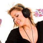 Beautiful young woman listening music — Stock Photo