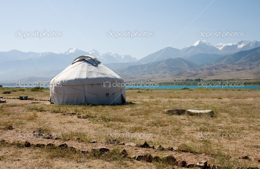 Mountain, yurta, kyrgyztan, asia, curve, circle, issik-kul — Stock Photo #1721289