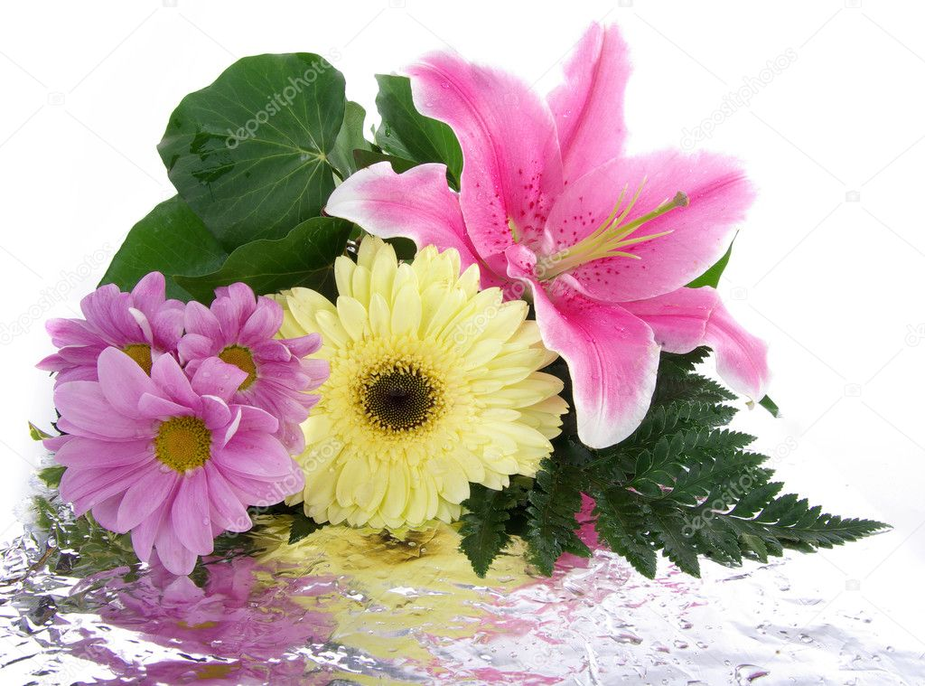 Beautiful bouquet with reflection — Stock Photo #2484308