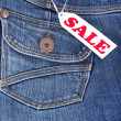 Foto Stock: Jeans pocket with label sale