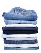 Pilha de calças de brim, isolada no branco — Foto Stock