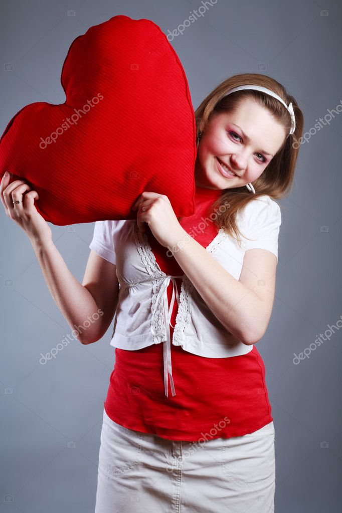 Beauty woman with big red heart — Stock Photo #1674087