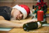 Drunk man in santa's hat — Photo