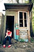 Yalnız bir kadın açık dikey — Stok fotoğraf