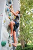 человек, альпинистская стена — Стоковое фото