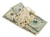 Parels ketting en dollars — Stockfoto