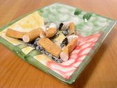 烟灰缸充分的香烟 — 图库照片