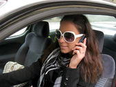 Girl talking on the mobile in the car — Stockfoto