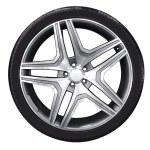 Car wheel with aluminum rim — Stock Photo