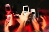Mobilní telefony v rukou — Stock fotografie