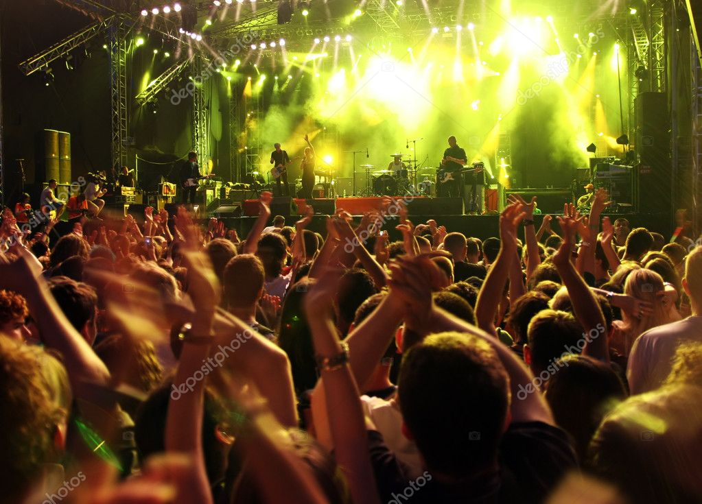 Band at a rock concert. Blur crowd   — Foto de Stock   #1759062