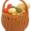 různé zeleniny v košíku — Stock fotografie