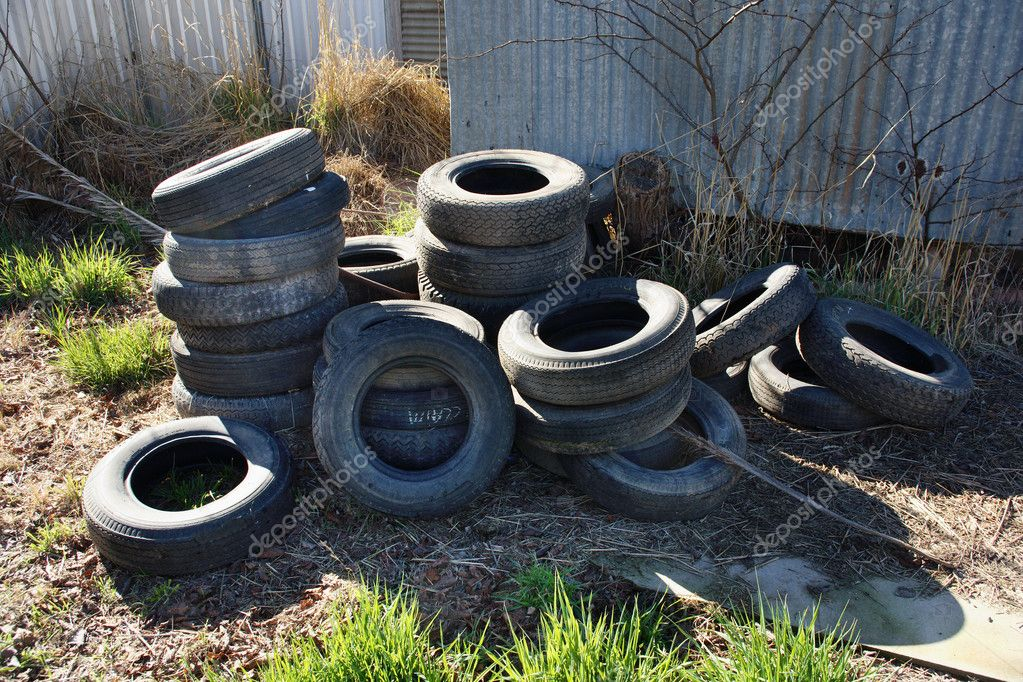 Pile of used car and truck tyres piled up in junkyard — Stock Photo #1784239