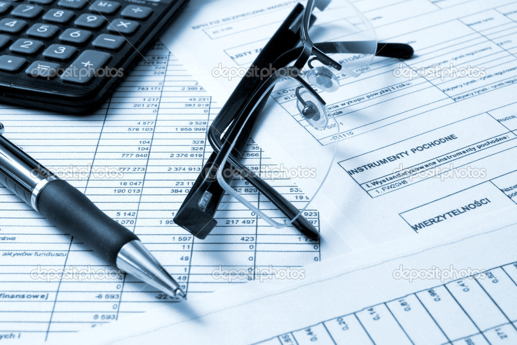 A calculator, pen, and financial statement.  Stockfoto #1705243