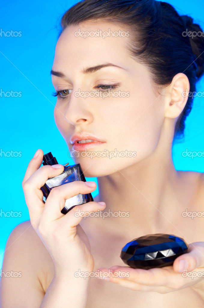 Portrait of 20-25 years old beautiful woman with bottle of perfume — Stock Photo #1929736