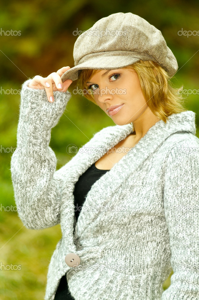 Beautiful woman portrait in autumn outdoors — Stock Photo #1932459