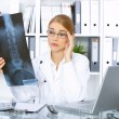 Female doctor in surgery — Stock Photo