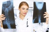 ženský lékař na chirurgii — Stock fotografie