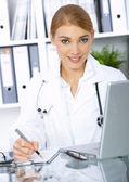 Female doctor in surgery — Foto de Stock