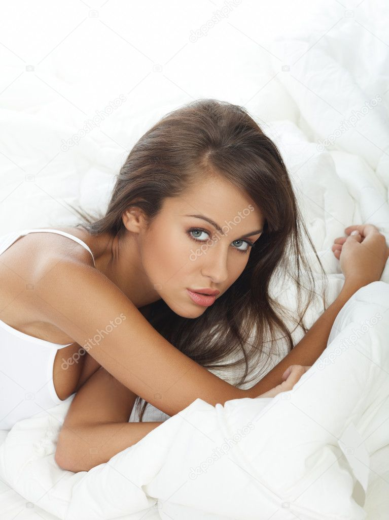 Portrait of beautiful woman in white bed — Stock Photo #1946715