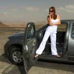девочка и машина — Стоковое фото