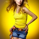 sexy Frau auf gelb — Stockfoto #1963443