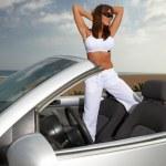 flicka och bil — Stockfoto