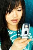 Mädchen mit zelle — Stockfoto