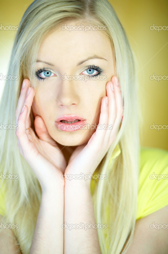 Portrait of beautiful blond woman wearing yellow shirt — Stock Photo #1960967