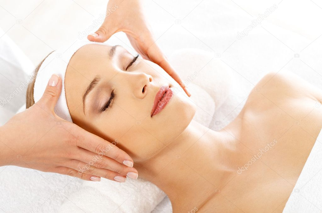 Young beautiful and relaxed lady taking spa treatment — Stock Photo #1961861