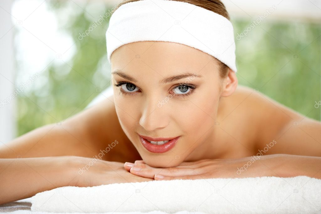 Young beautiful and relaxed lady taking spa treatment — Stok fotoğraf #1963585