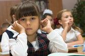 Den genomtänkta skolflickas — Stockfoto