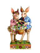 Два кроликов с корзиной — Стоковое фото