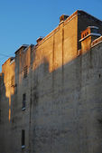 Old yellow wall on a blue sky — Stock Photo