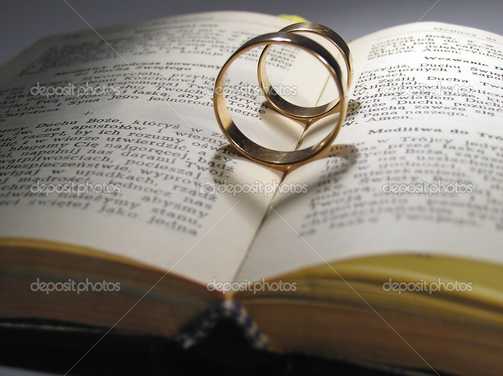 Book with weddind ring — Stock Photo #1818459