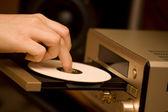 開いているディスク ・ ドライブとハイファイ レシーバー — ストック写真