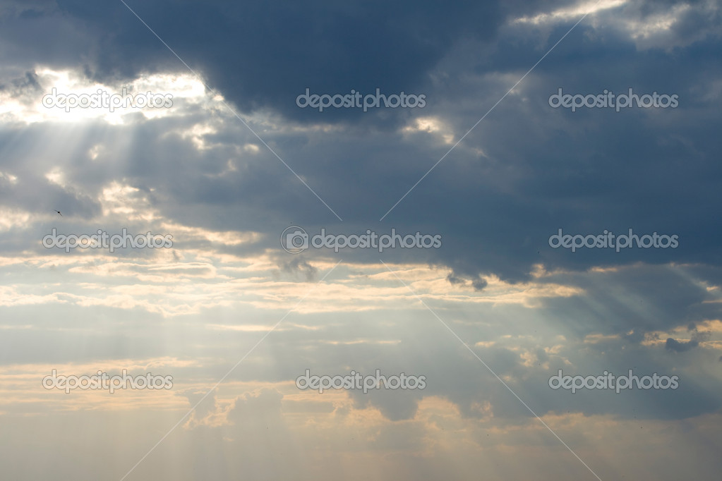 Storm clouds and rays of sun struggle through it — Stock Photo #2052271
